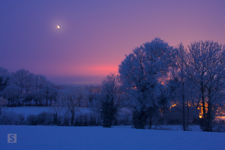 Moon nearly totally eclipsed over Sliabh Beagh, Monaghan. © Darren McCarra/The Sociable.