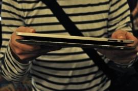 Width comparison between iPad and iPad 2 mockup