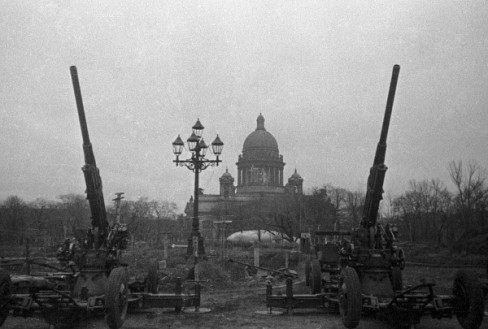 Anti-aircraft guns guarding the sky of Leningrad, 1 October 1941