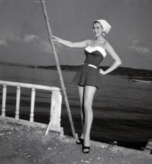 Summer fashion in 1953