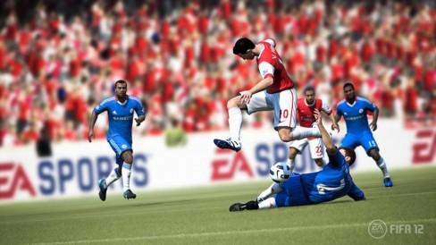 Van Persie takes on Chelsea's defense in FIFA 12