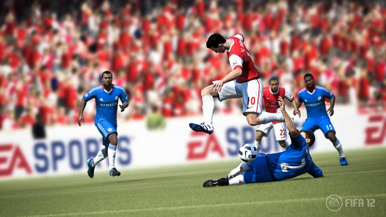 Van Persie takes on Chelsea's defense in FIFA 12