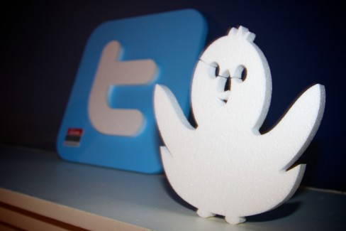 Smartphone users are twice as likely to use Twitter