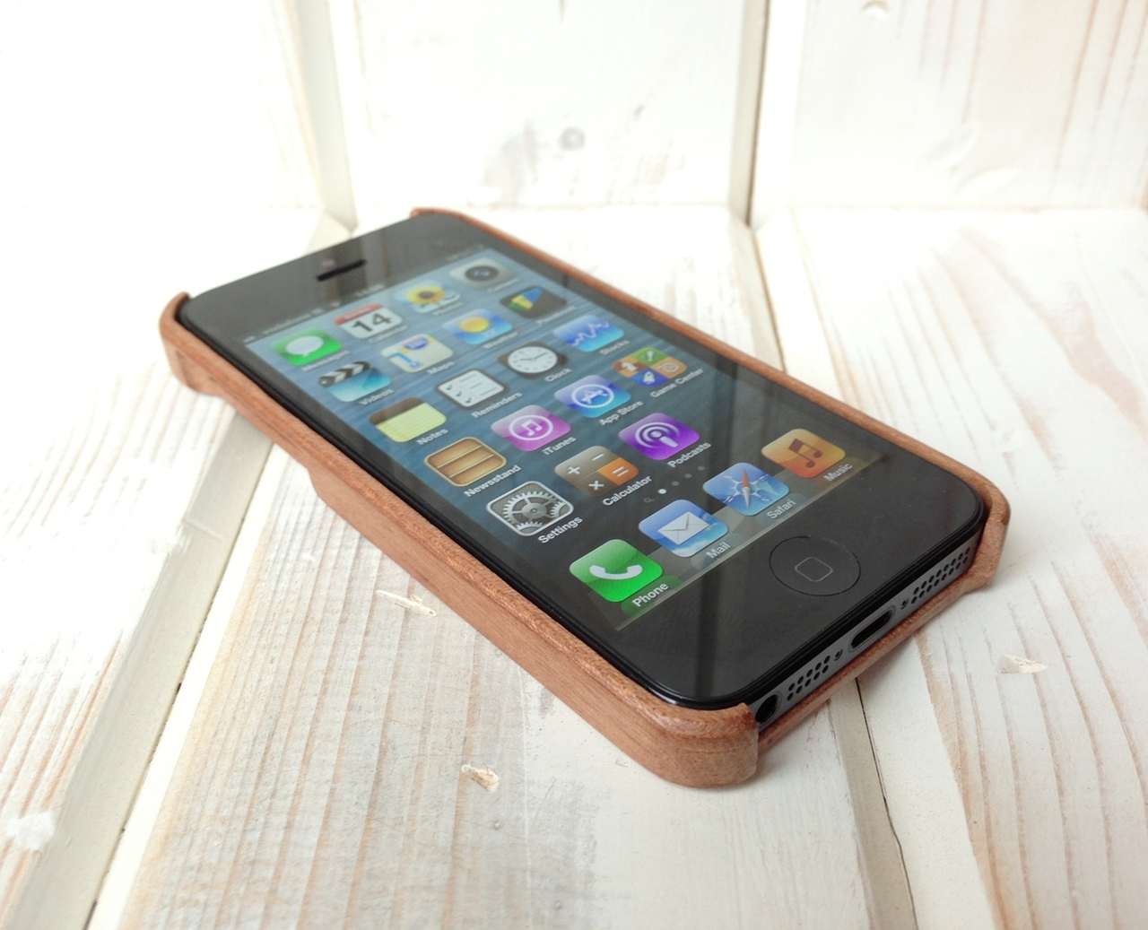 Carve wooden iPhone 5 case