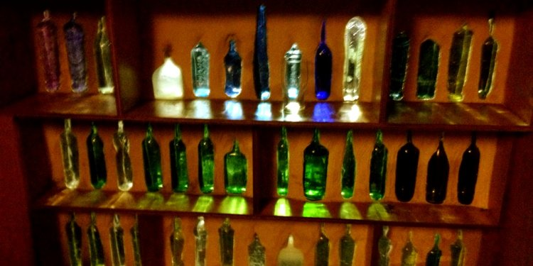 Glass bottle wall