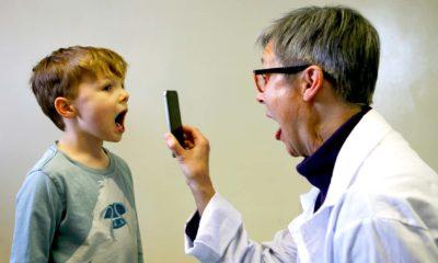 smartphone doctor hospital tech