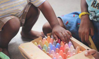 children play technology
