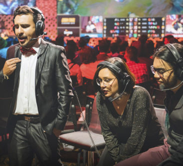 eSports commentators Cantor, Lenore and Tío Steve at the 2019 second season final of the Golden League.